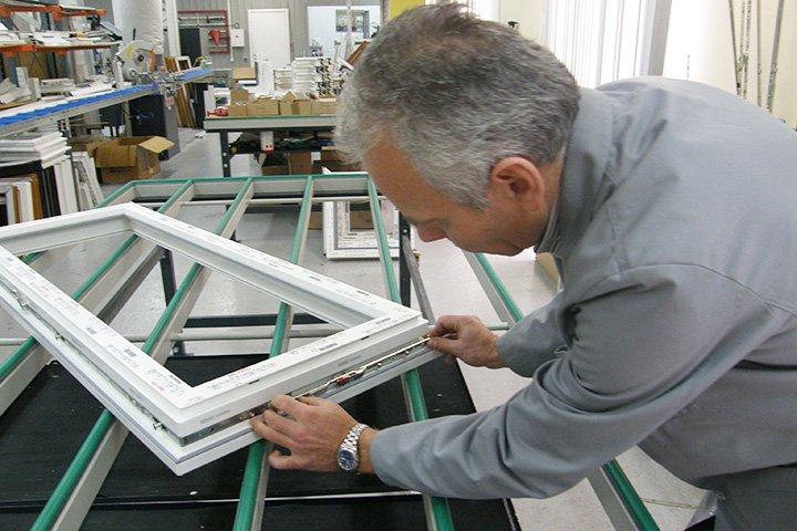 Установка фурнитуры пластикового окна