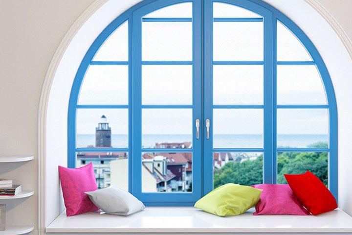 Цветное арочное окно