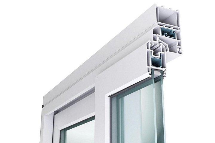 Разрез ПВХ окна с установленным доборным профилем